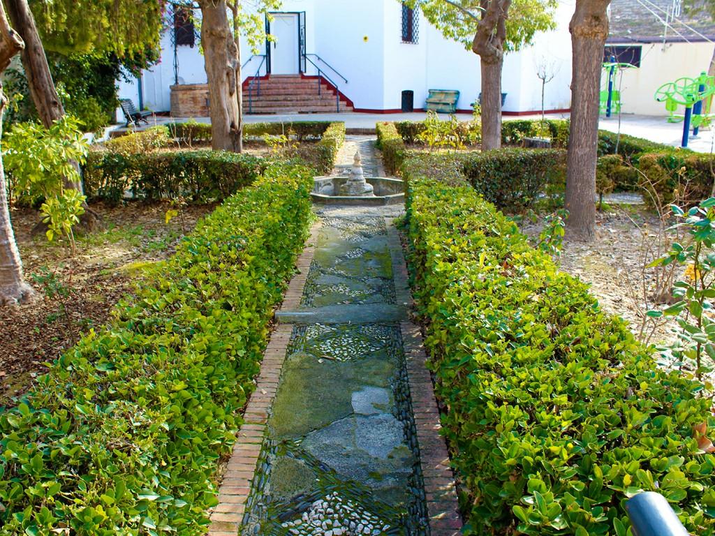 Jardines del Ayuntamiento de Briones de Pinos Puente