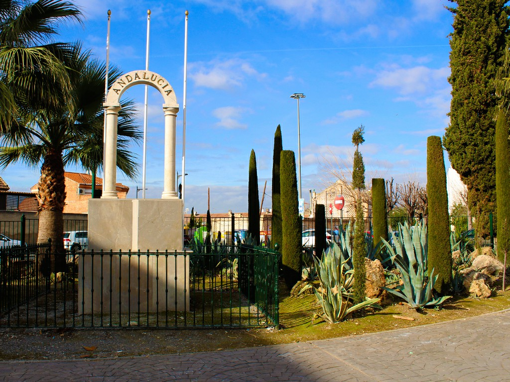 Monumento al Día de Andalucía en el Parque de Tranvias de Pinos Puente